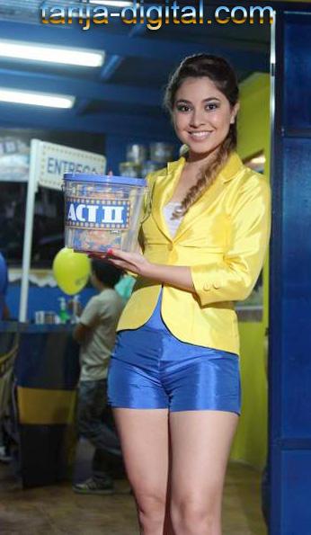 Adriana  Pacello, azafata de ACTII