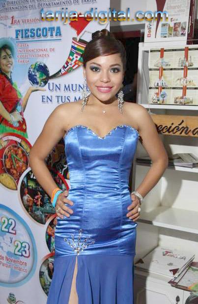 Carolina Garzón, azafta de la Secretaría de Turismo de la Gobernación de Tarija
